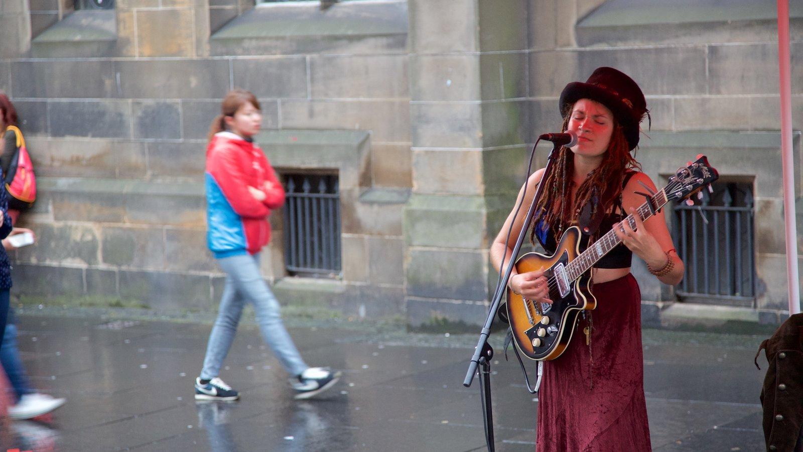 Old Town ofreciendo escenas urbanas, actuación callejera y música
