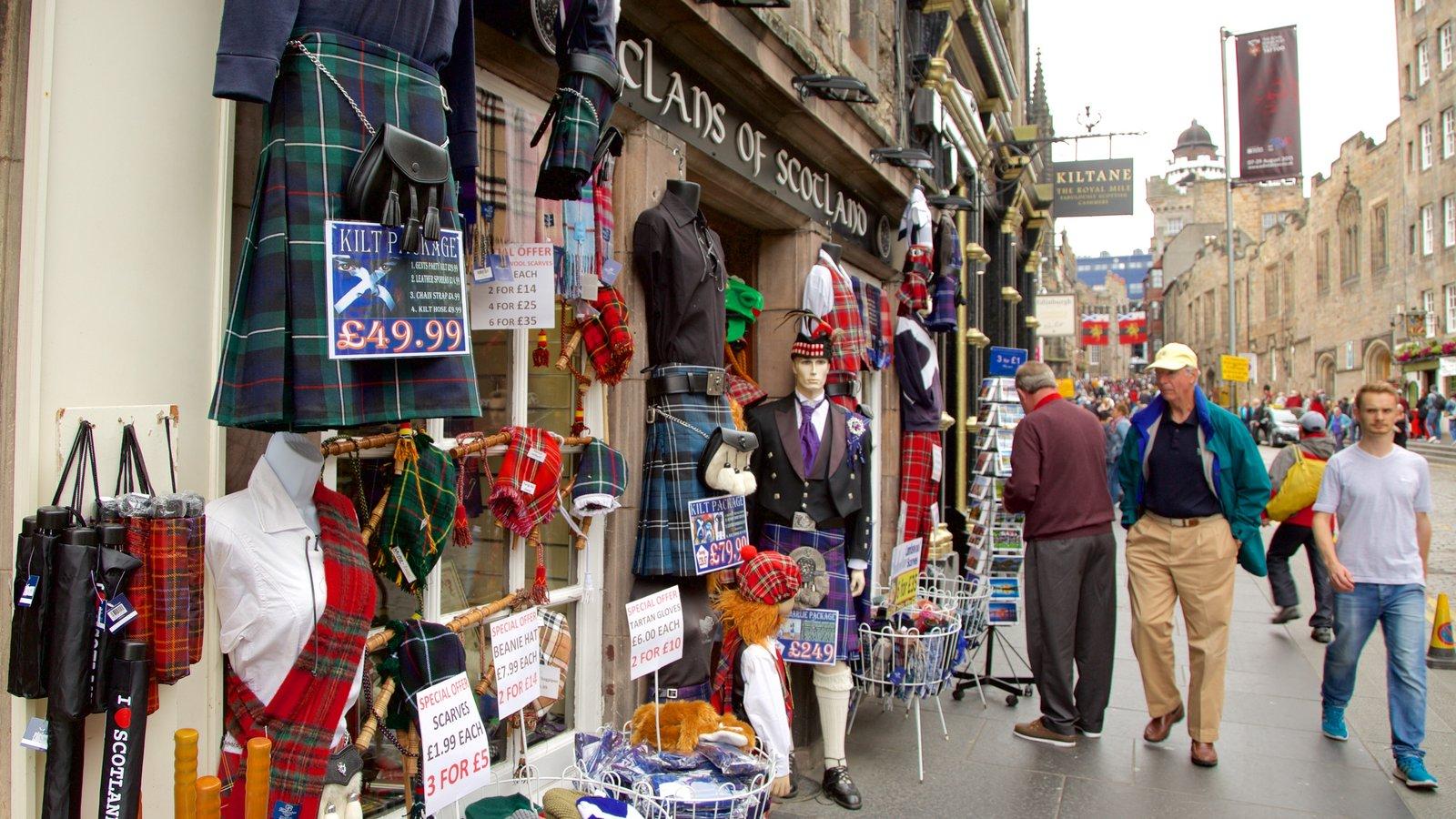Old Town que incluye compras y escenas urbanas y también un gran grupo de personas
