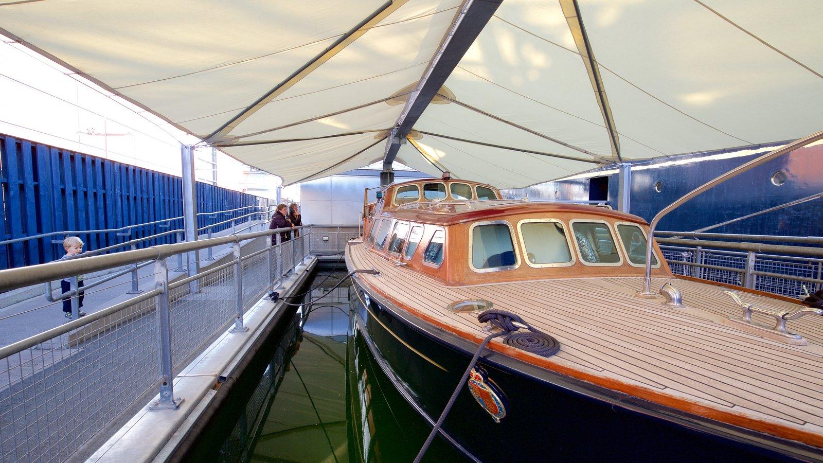 Royal Yacht Britannia que inclui canoagem e elementos de patrimônio