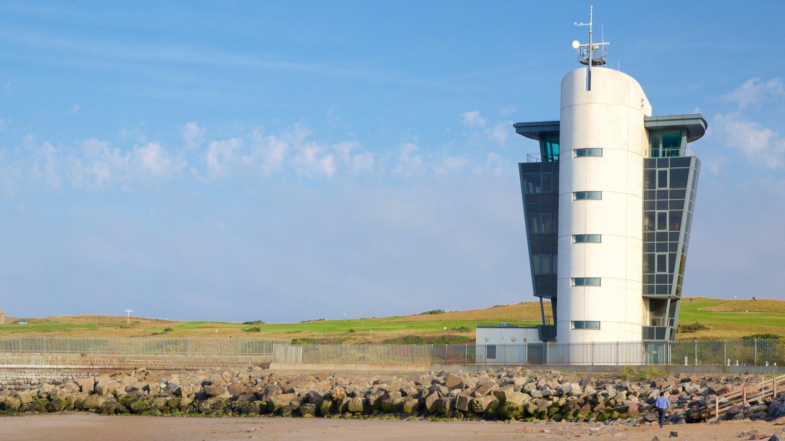 Aberdeen que incluye vistas generales de la costa y arquitectura moderna