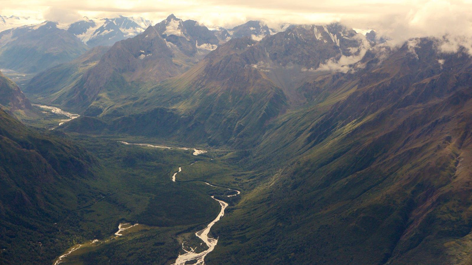 Parque estatal Chugach que incluye montañas