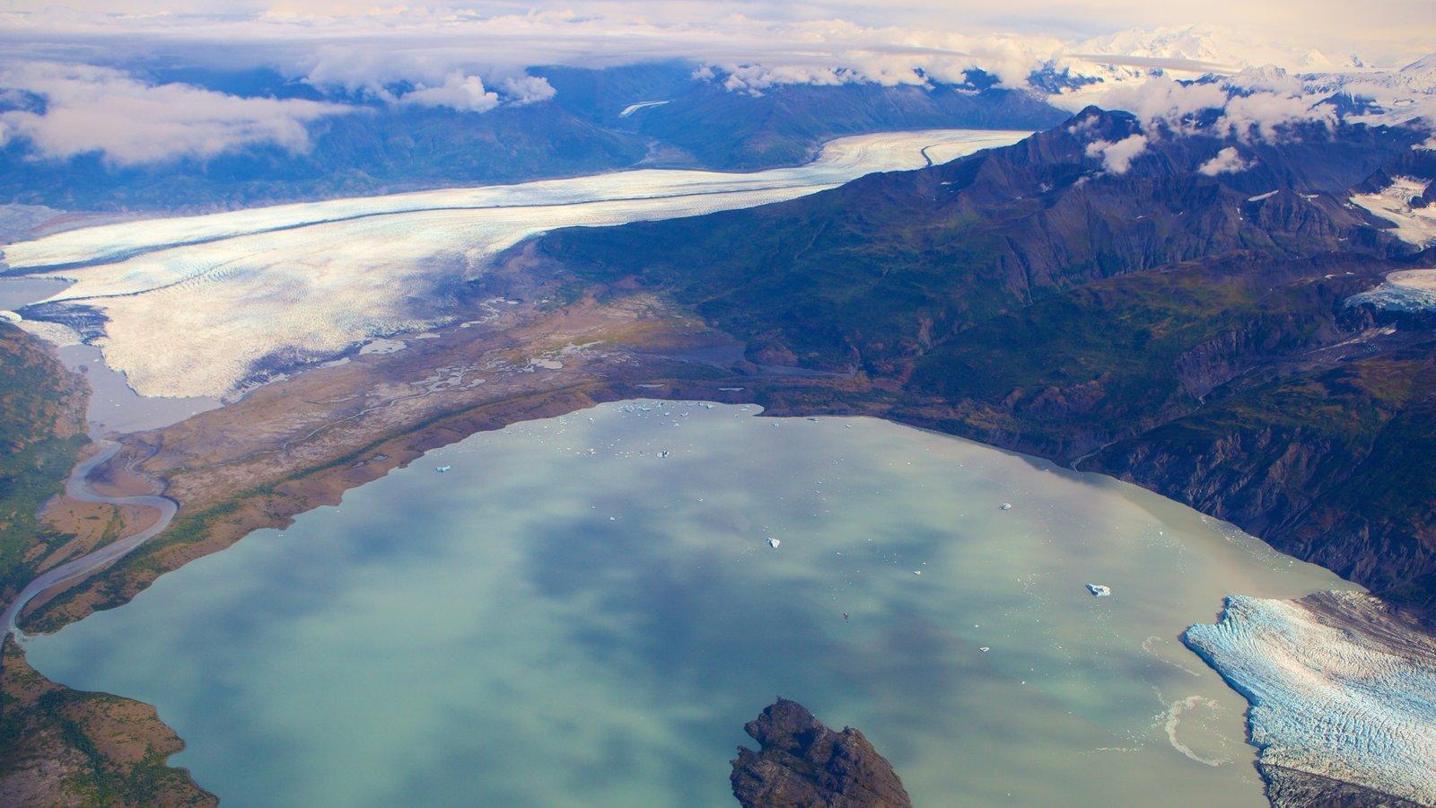 Parque estatal Chugach que incluye nieve y un lago o abrevadero