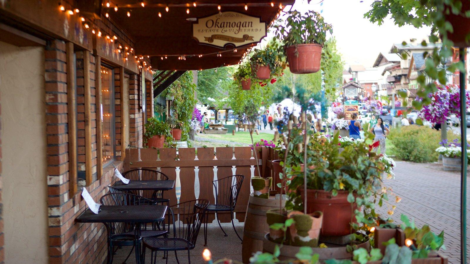 Leavenworth mostrando cenas de rua e jantar ao ar livre