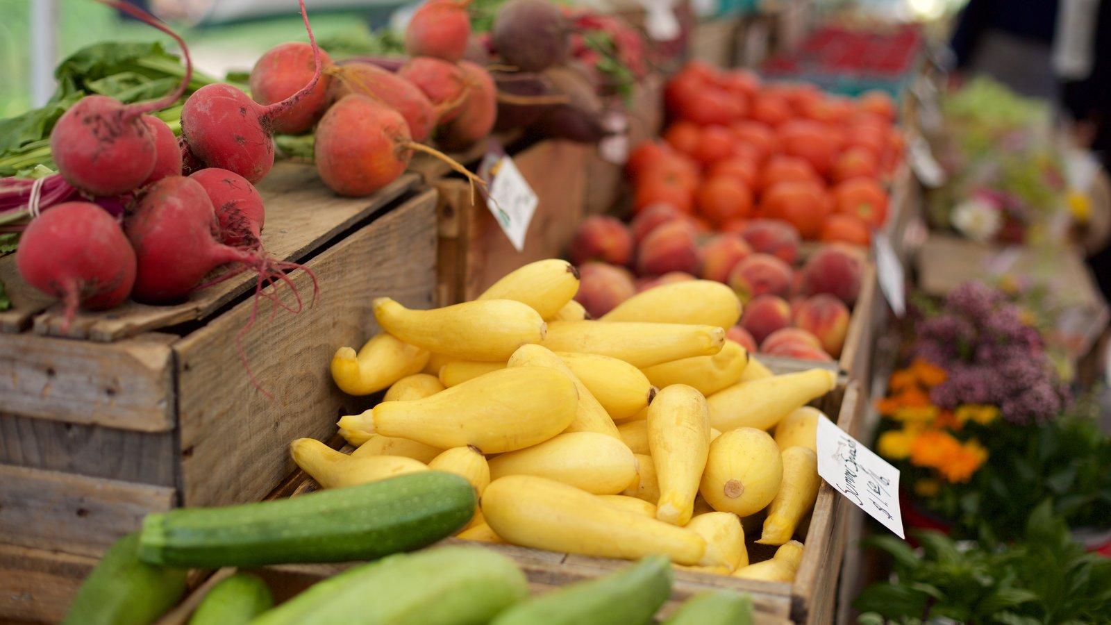 Back Bay mostrando comida e mercados