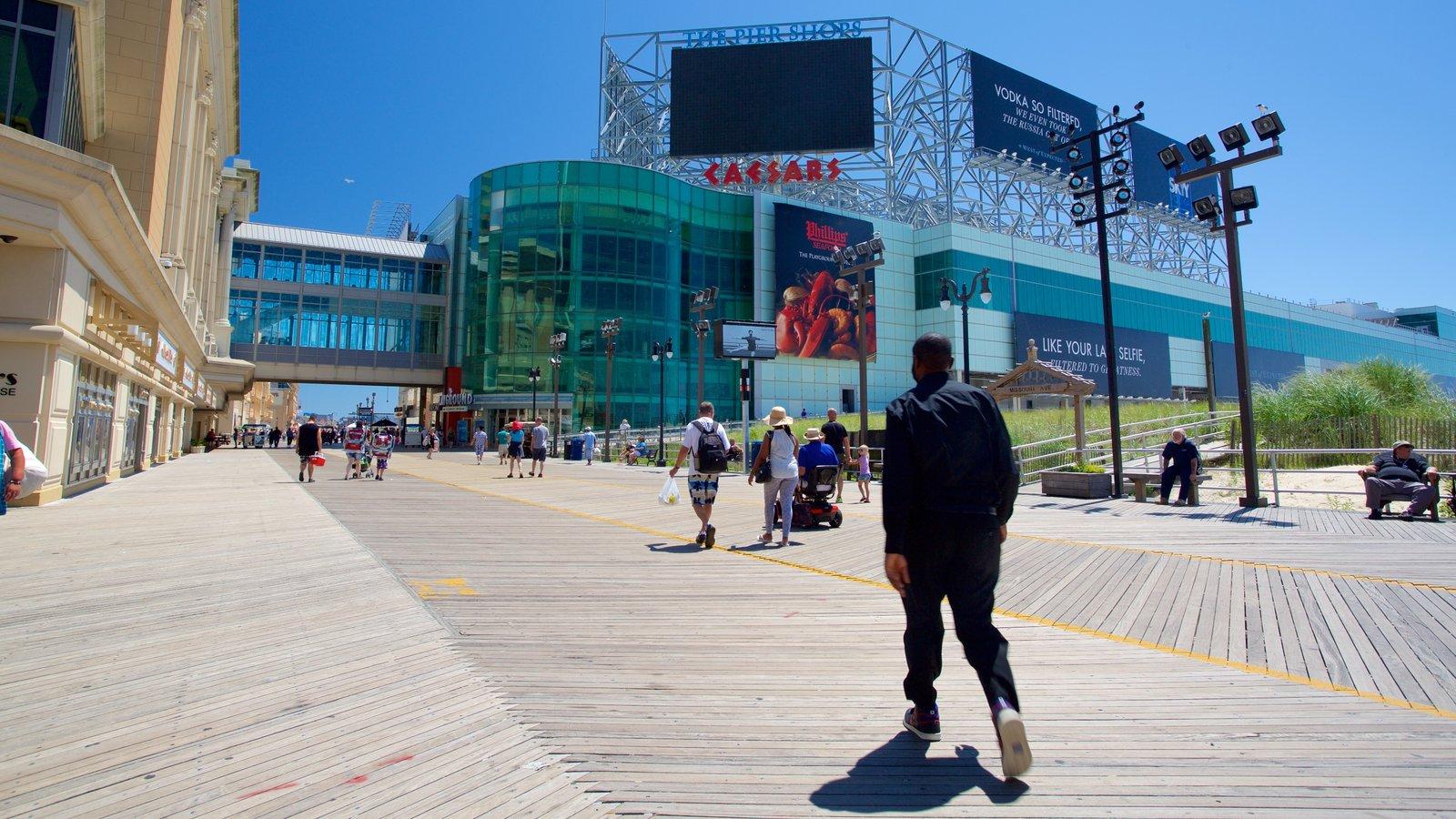 Litoral de Nova Jersey caracterizando cenas de rua e arquitetura moderna assim como um homem sozinho