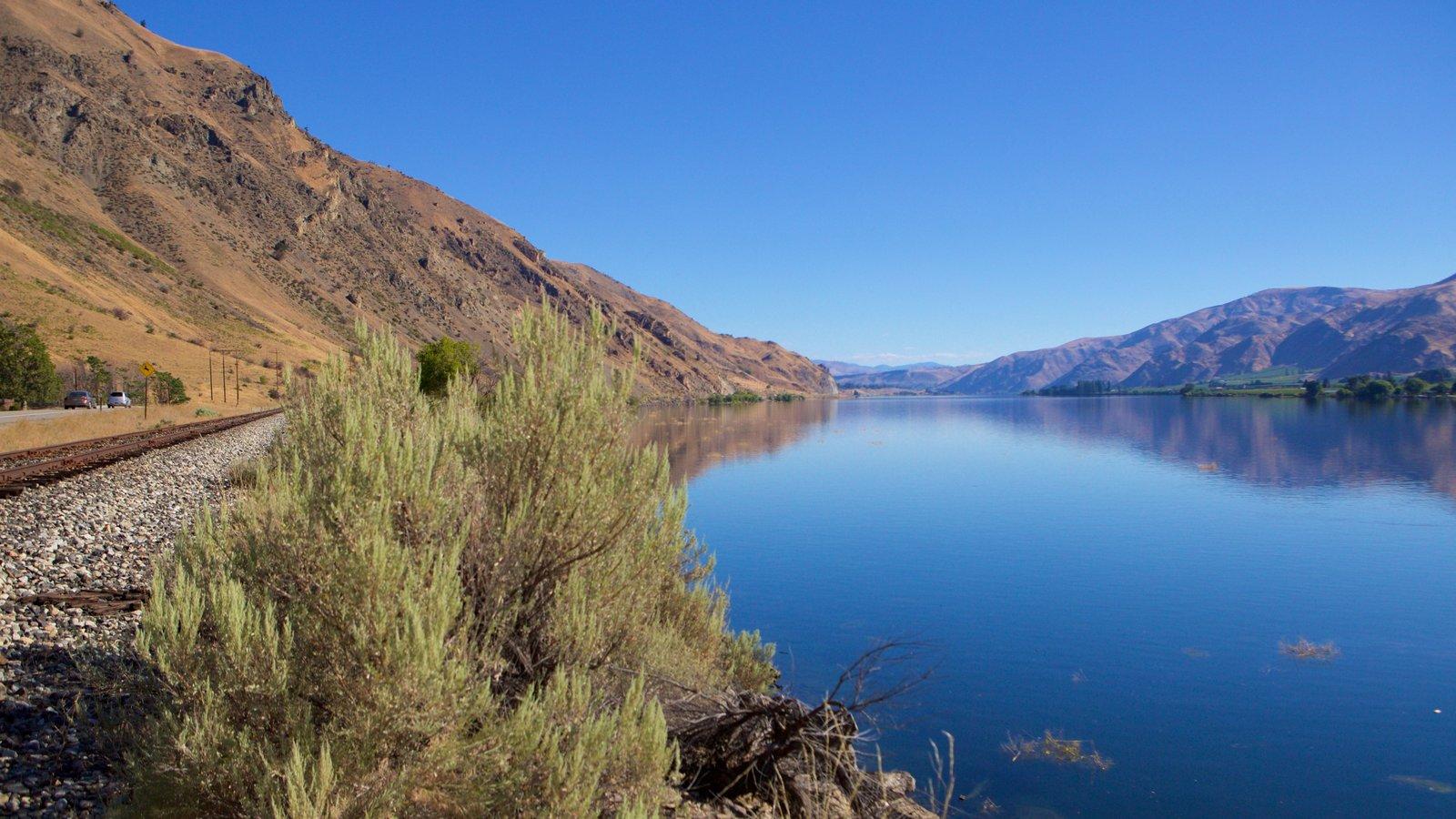Wenatchee - Lake Chelan mostrando um lago ou charco