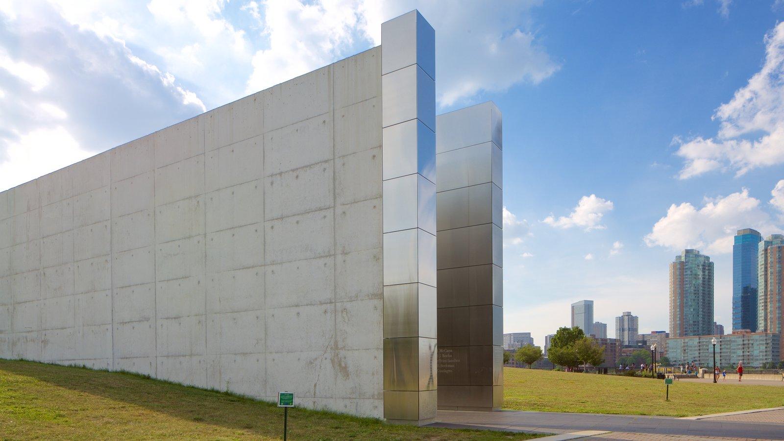 Empty Sky Memorial caracterizando arquitetura moderna