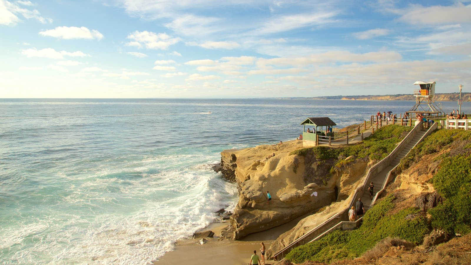 La Jolla caracterizando paisagens litorâneas, litoral rochoso e uma praia