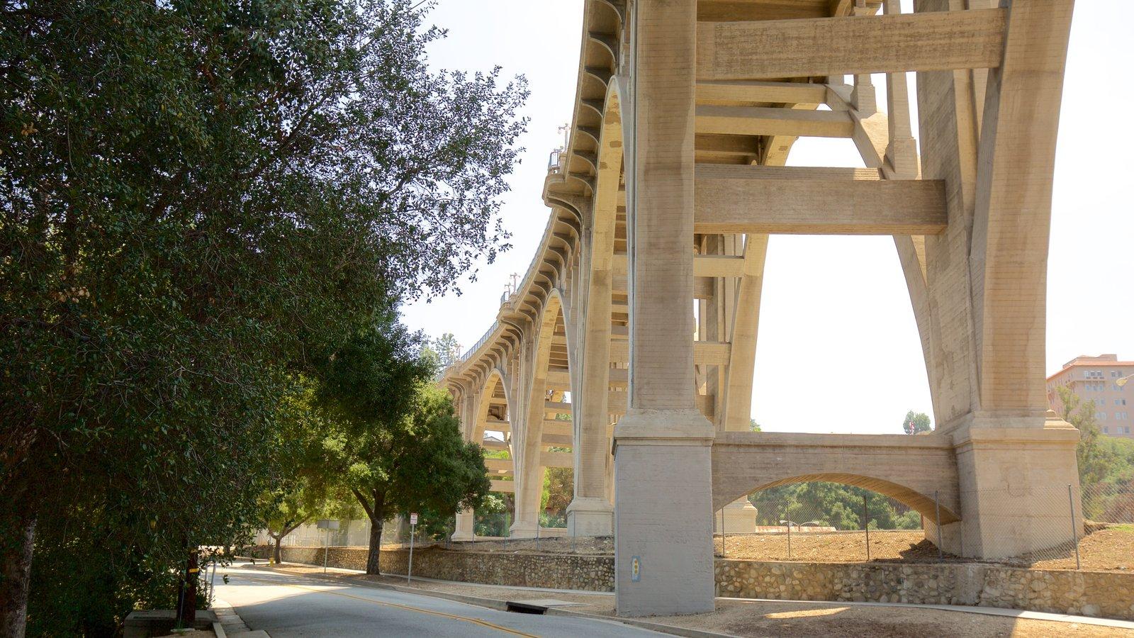 Pasadena mostrando uma ponte