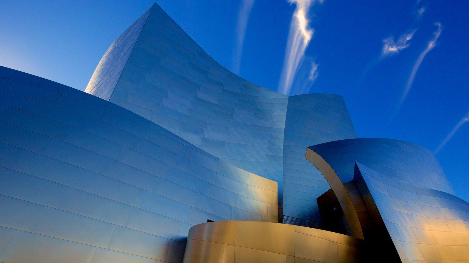 Sala de conciertos Walt Disney Concert Hall mostrando arquitectura moderna