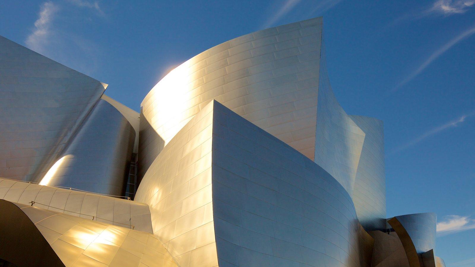 Sala de conciertos Walt Disney Concert Hall que incluye arquitectura moderna