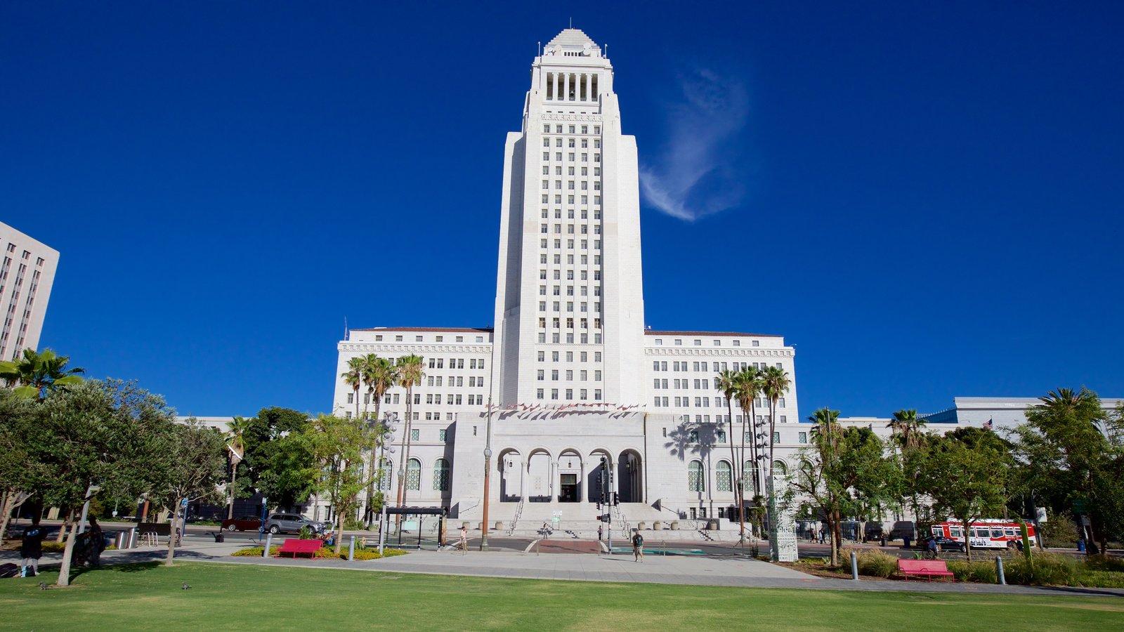 Ayuntamiento de Los Ángeles mostrando un edificio administrativo y un parque