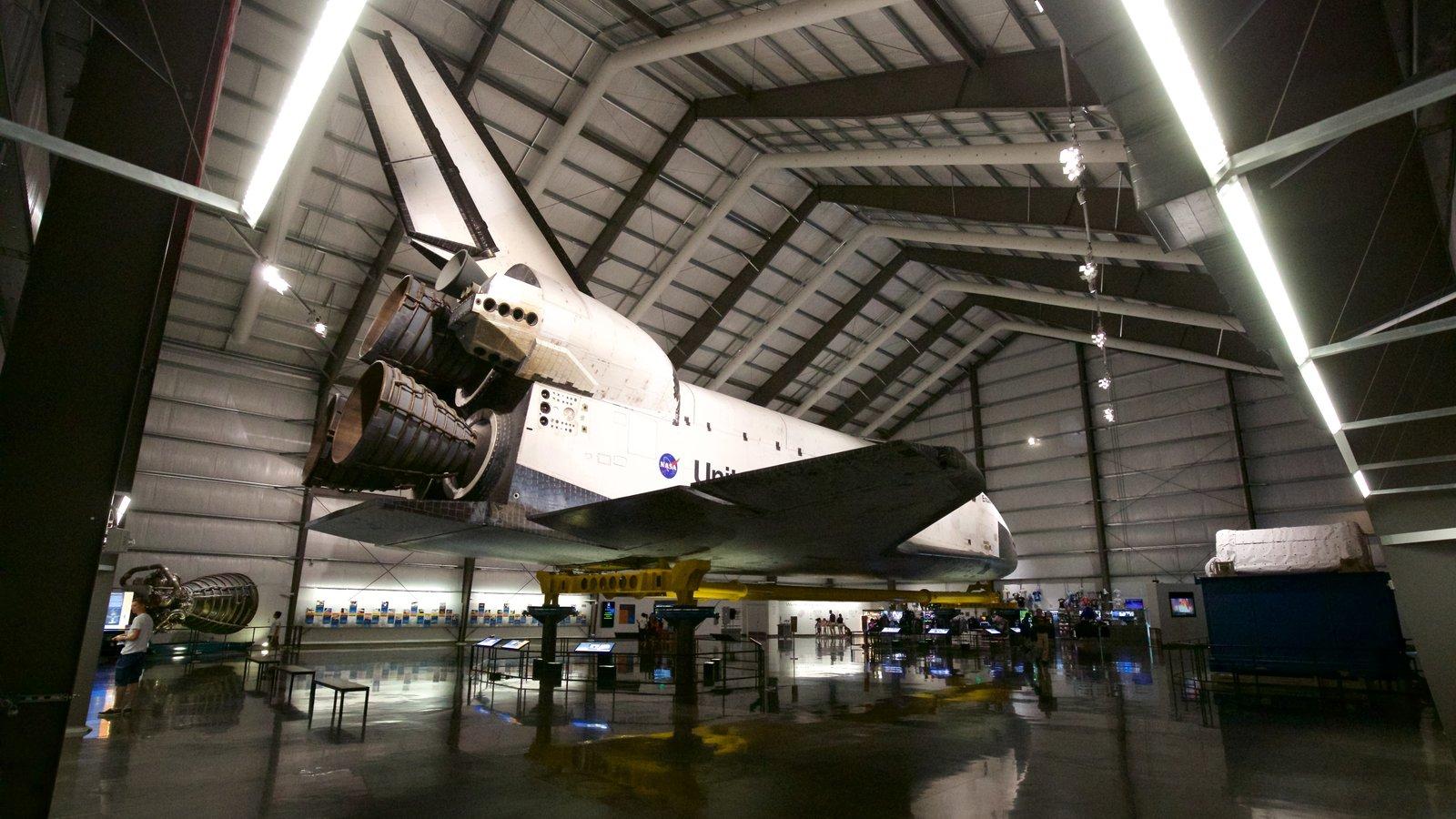 Museo California Science Center mostrando aeronave y vistas interiores
