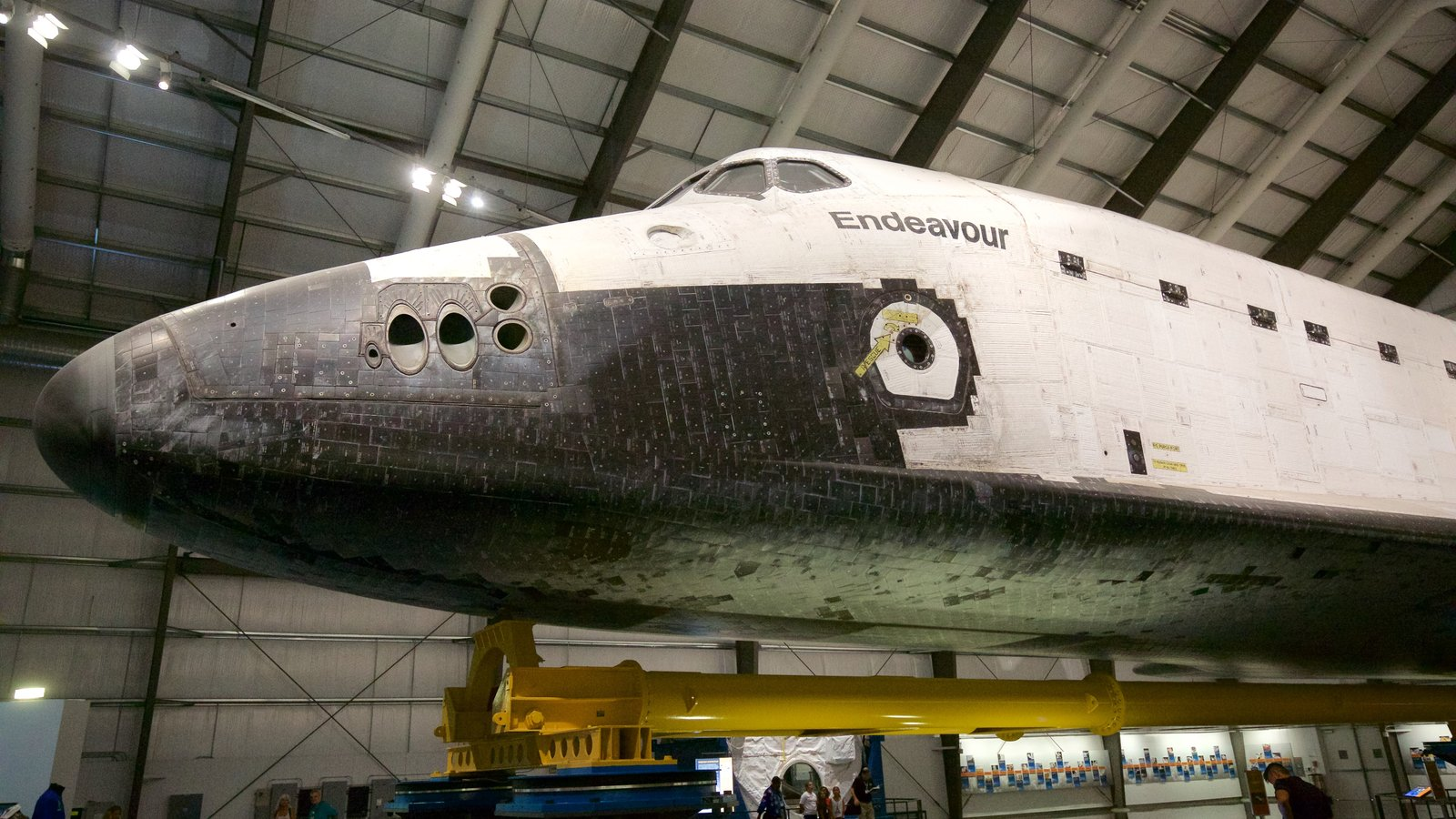 Museo California Science Center que incluye vistas interiores y aeronave