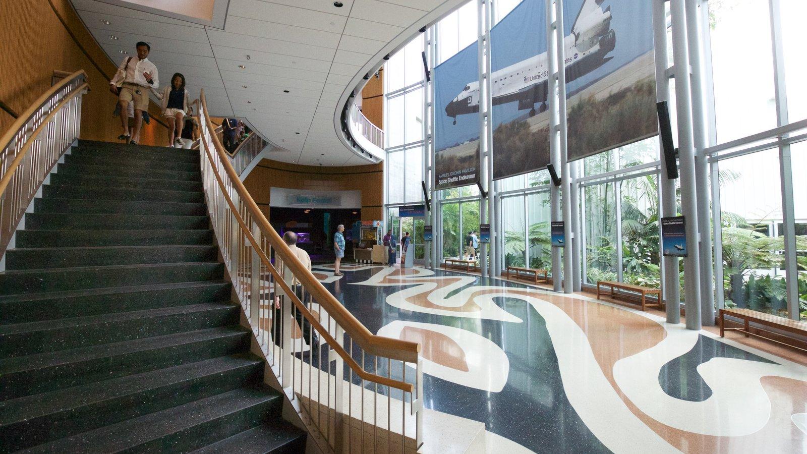 Museo California Science Center ofreciendo vistas interiores