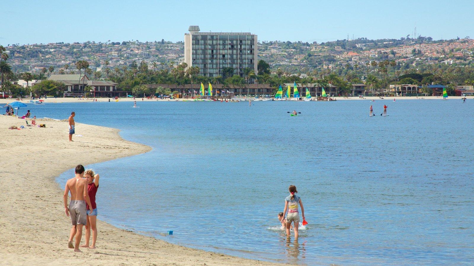 Mission Bay caracterizando uma praia e paisagens litorâneas