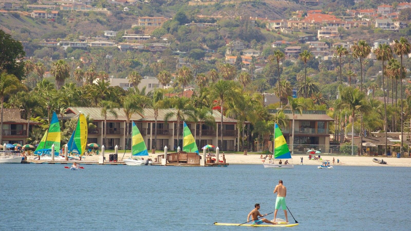 Mission Bay mostrando paisagens litorâneas e esportes aquáticos