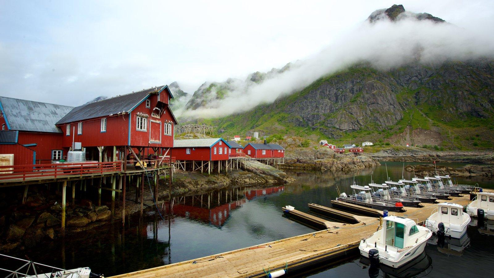 Noruega ofreciendo neblina o niebla y montañas