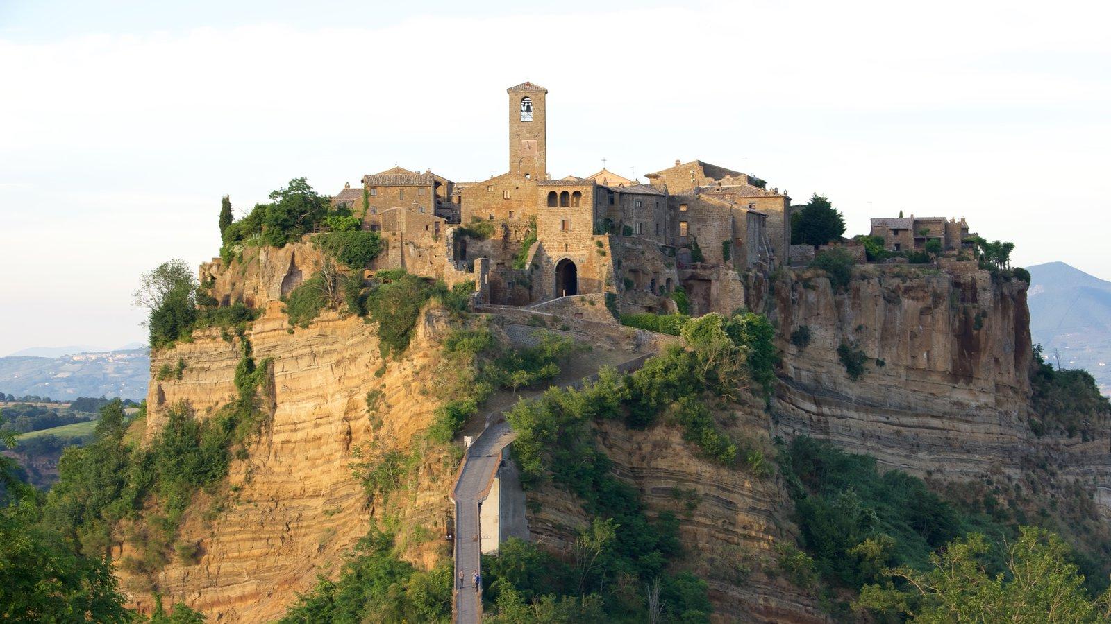Bagnoregio que inclui um pequeno castelo ou palácio