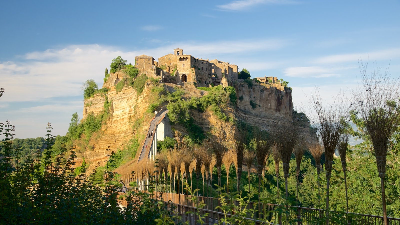 Bagnoregio que inclui um castelo