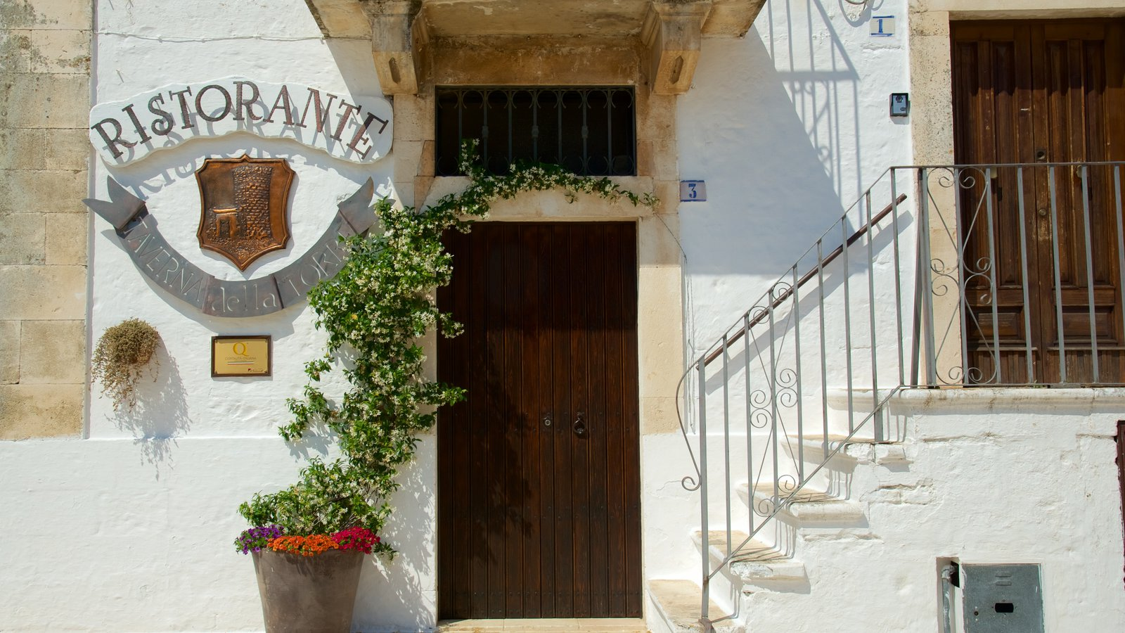 Brindisi featuring heritage architecture and signage