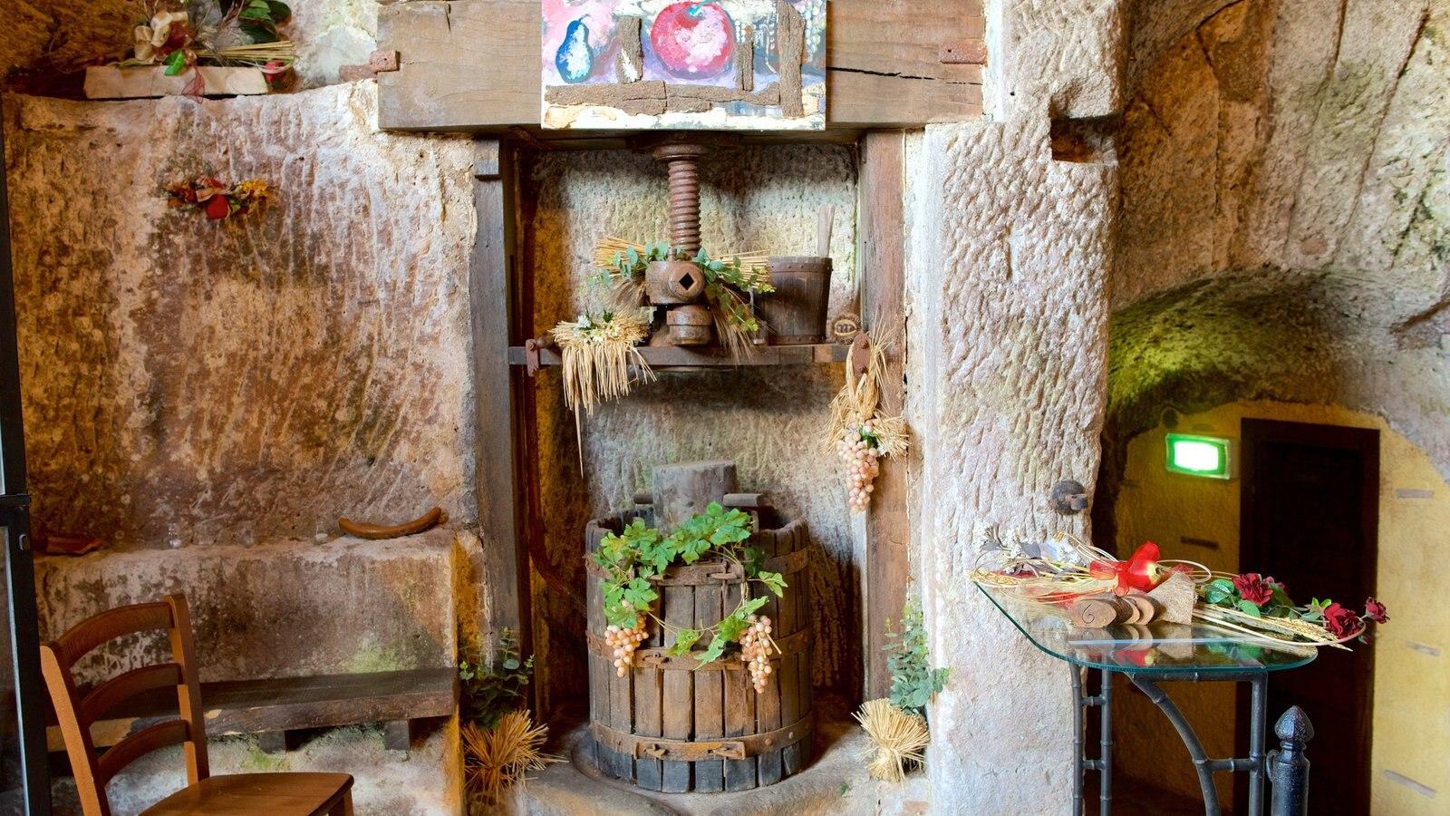 Soriano nel Cimino que inclui vistas internas e arquitetura de patrimônio