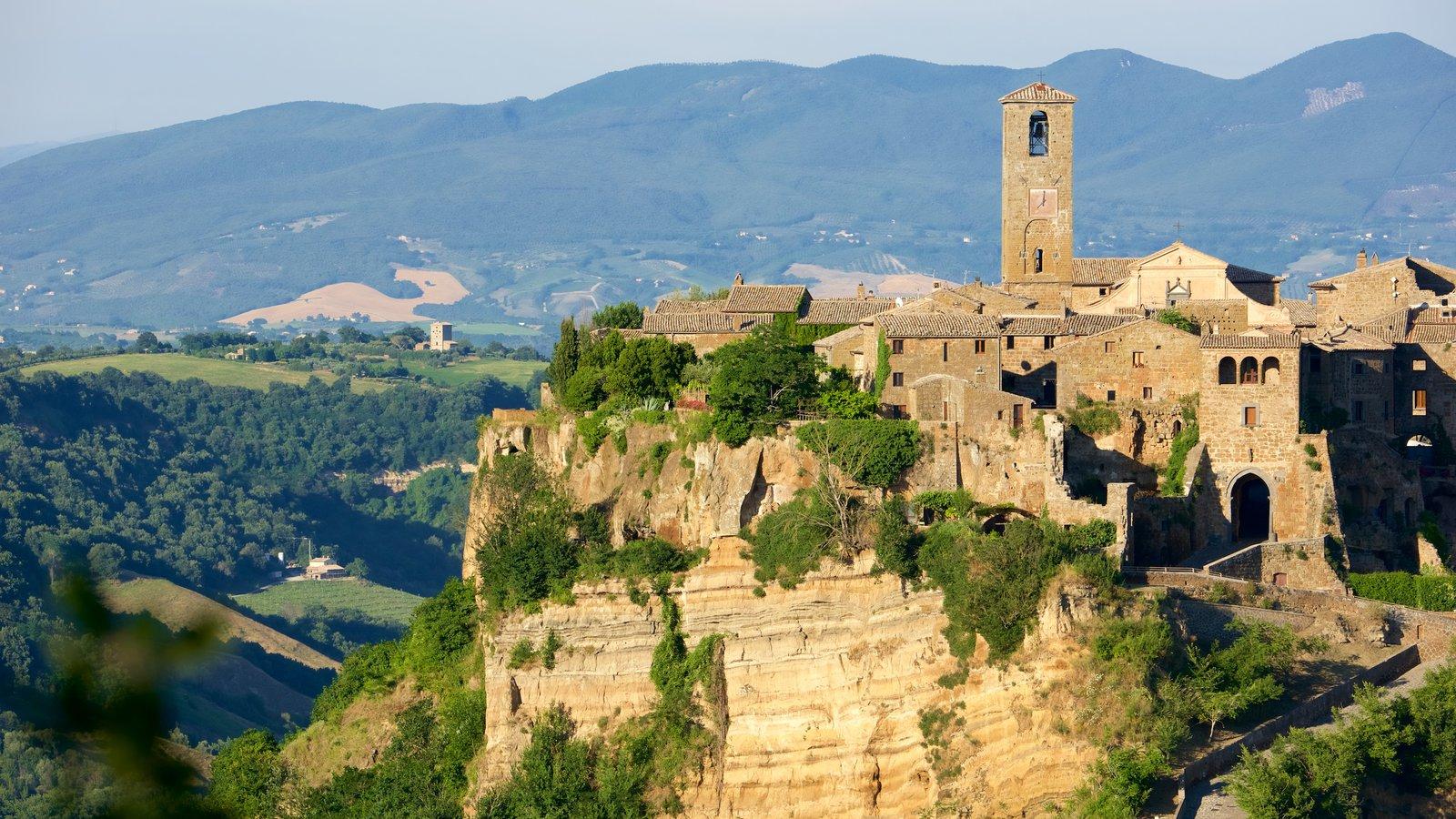 Bagnoregio que inclui arquitetura de patrimônio e um pequeno castelo ou palácio