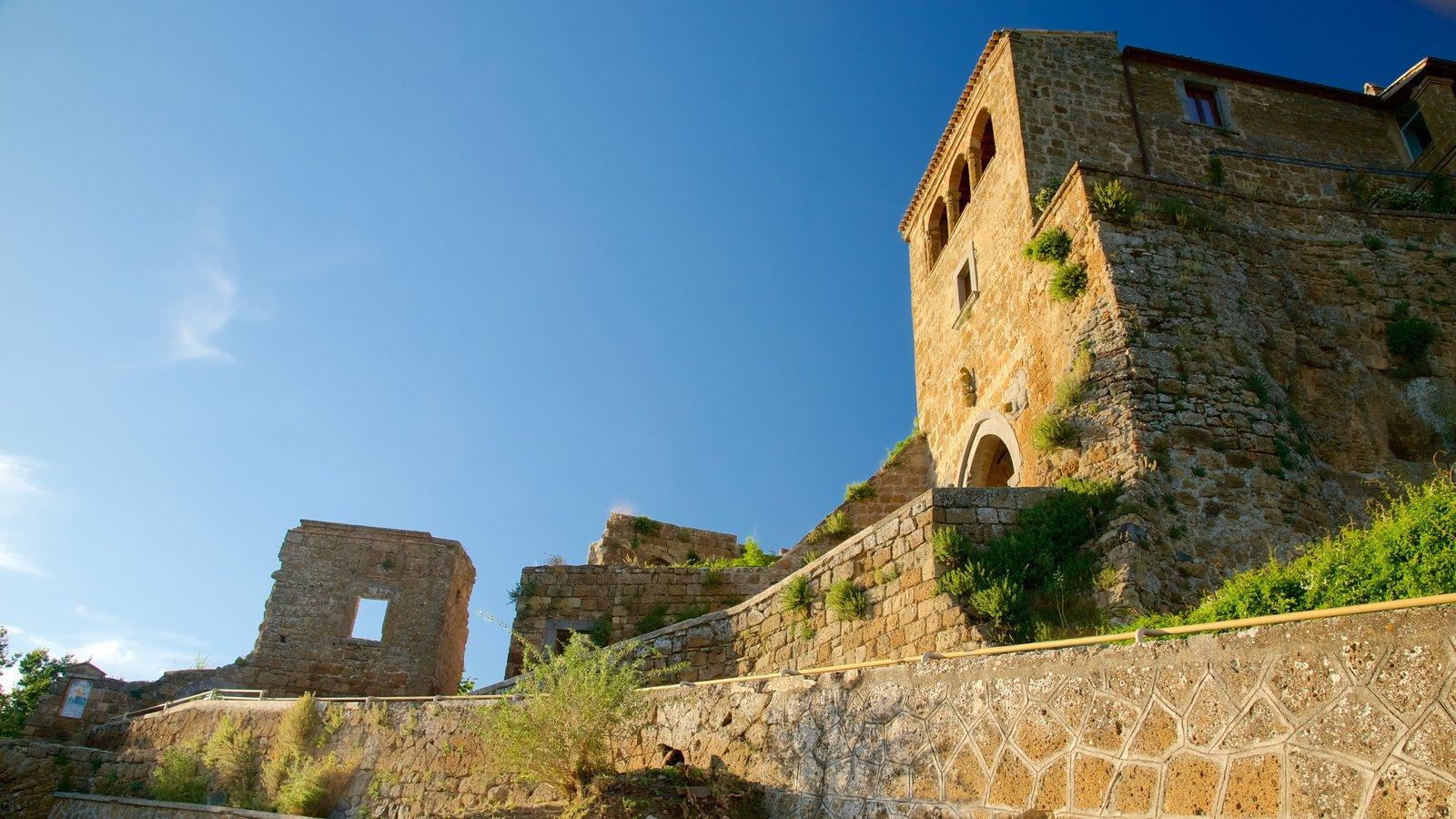 Bagnoregio caracterizando um castelo, um pôr do sol e arquitetura de patrimônio