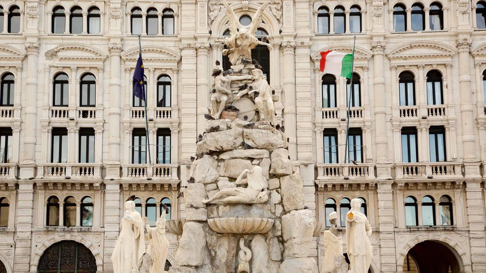 Piazza dell\'Unita which includes a statue or sculpture and heritage architecture