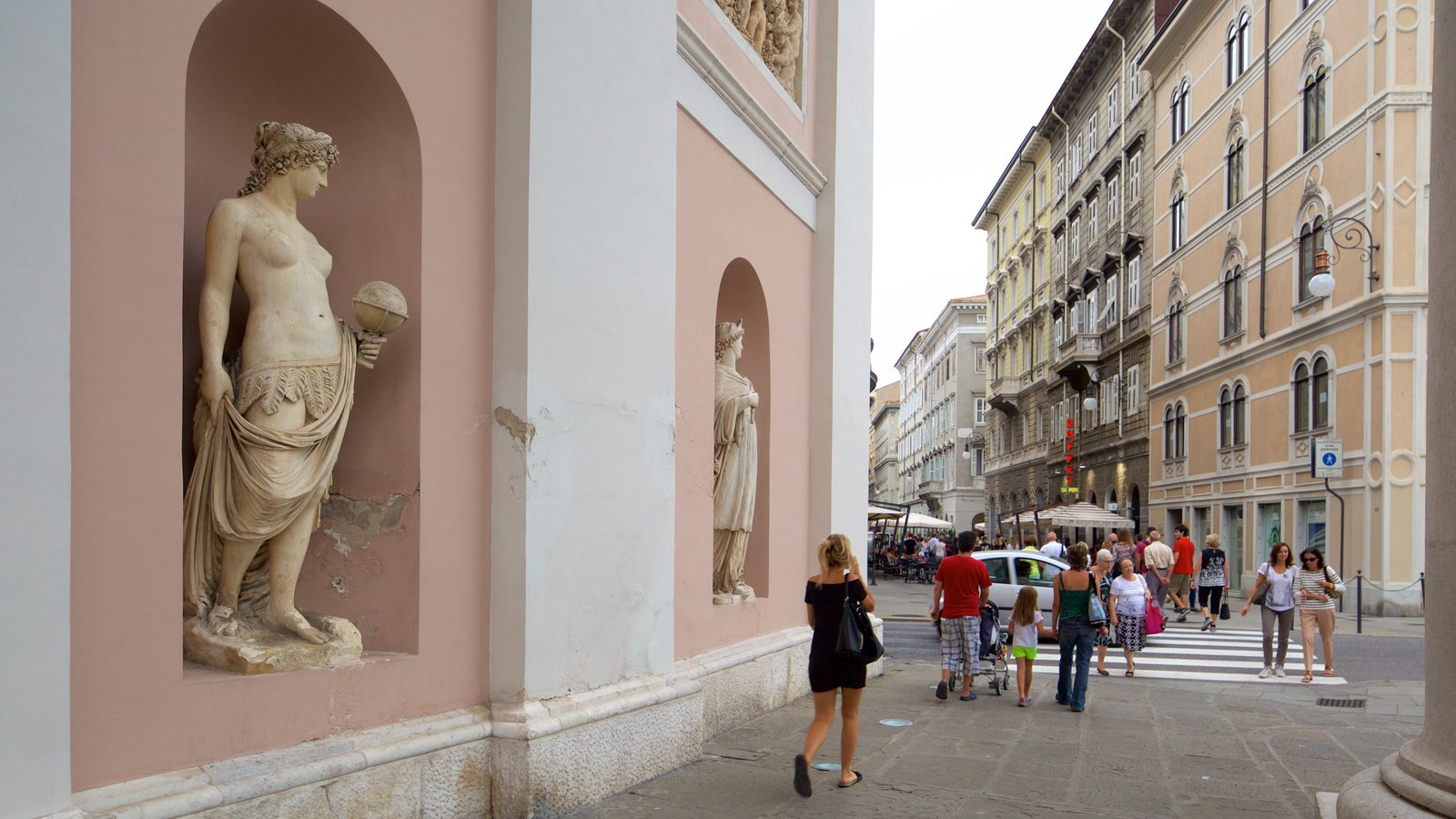 Trieste featuring heritage architecture as well as a large group of people