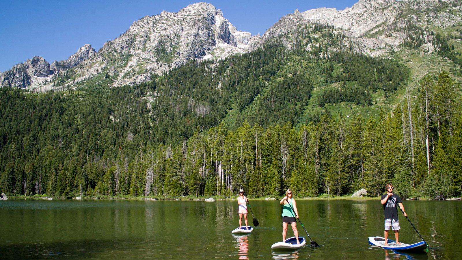 Jackson Hole Mountain Resort que inclui montanhas, esportes aquáticos e florestas
