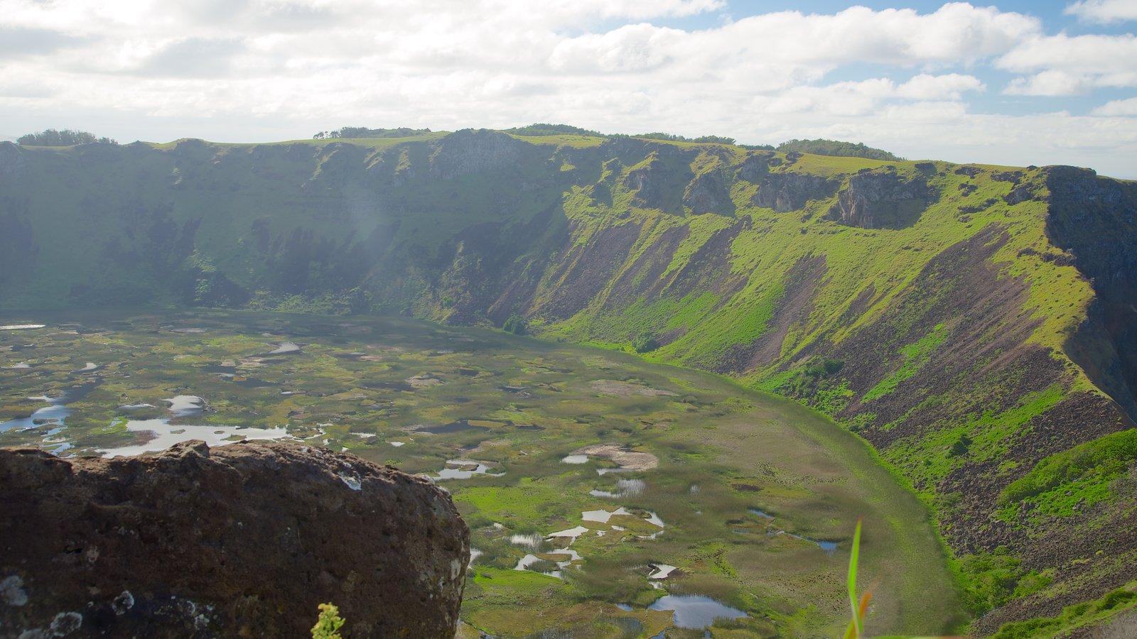 Isla de Pascua mostrando montañas