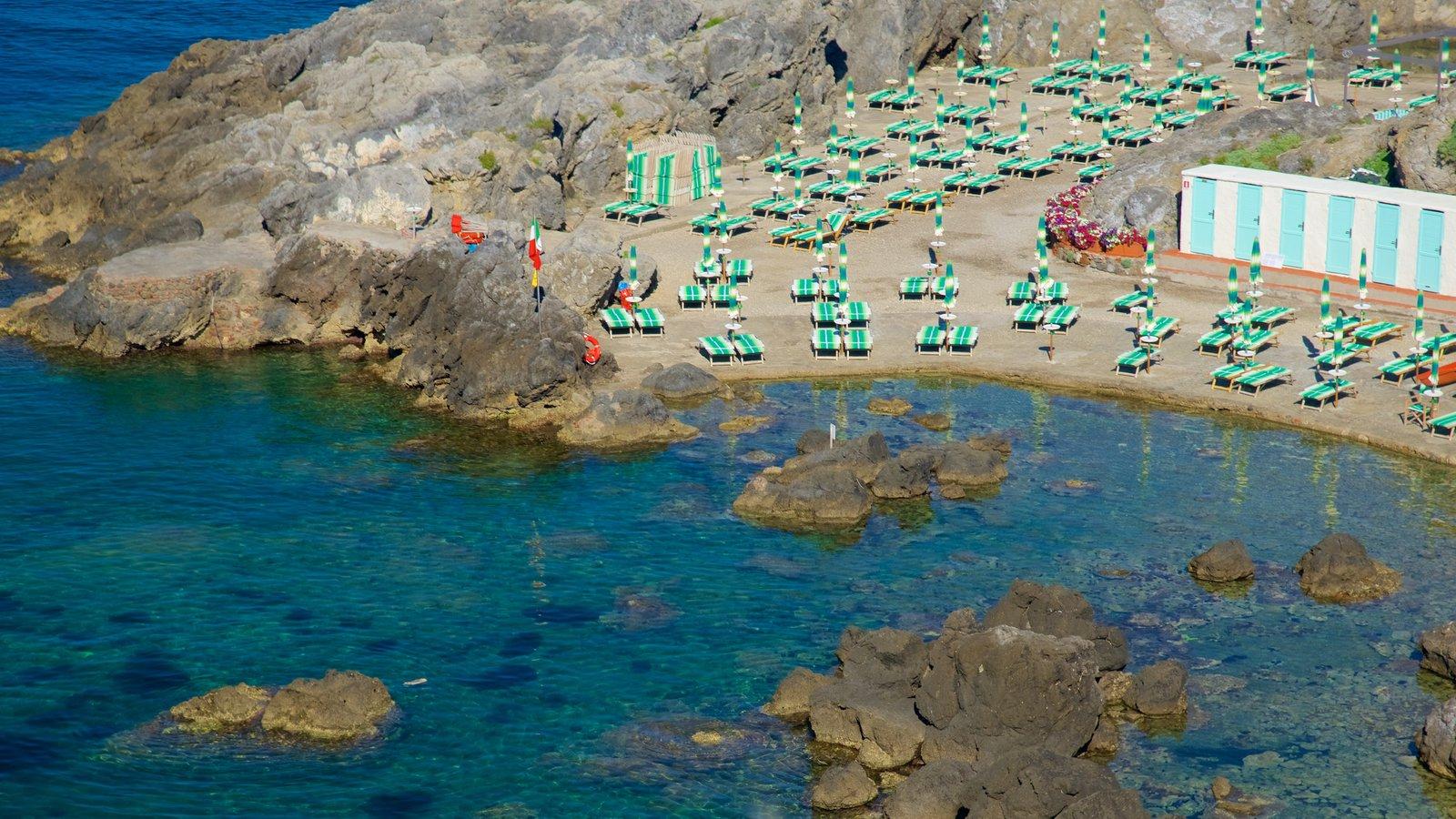Talamone caracterizando litoral rochoso