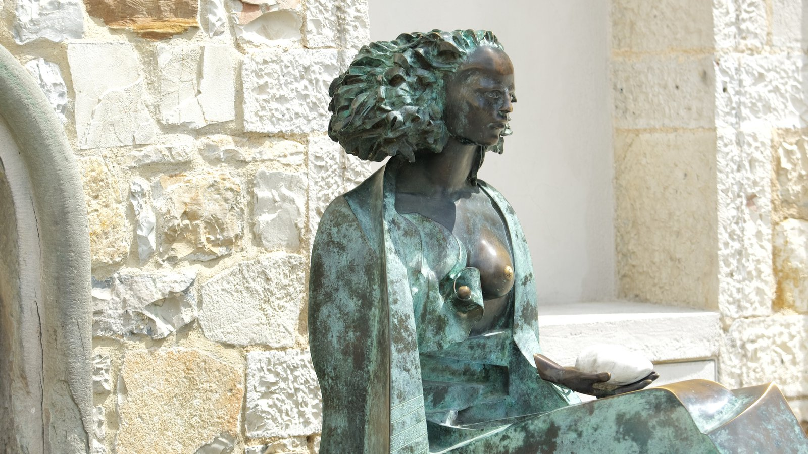 Castellina in Chianti showing a statue or sculpture