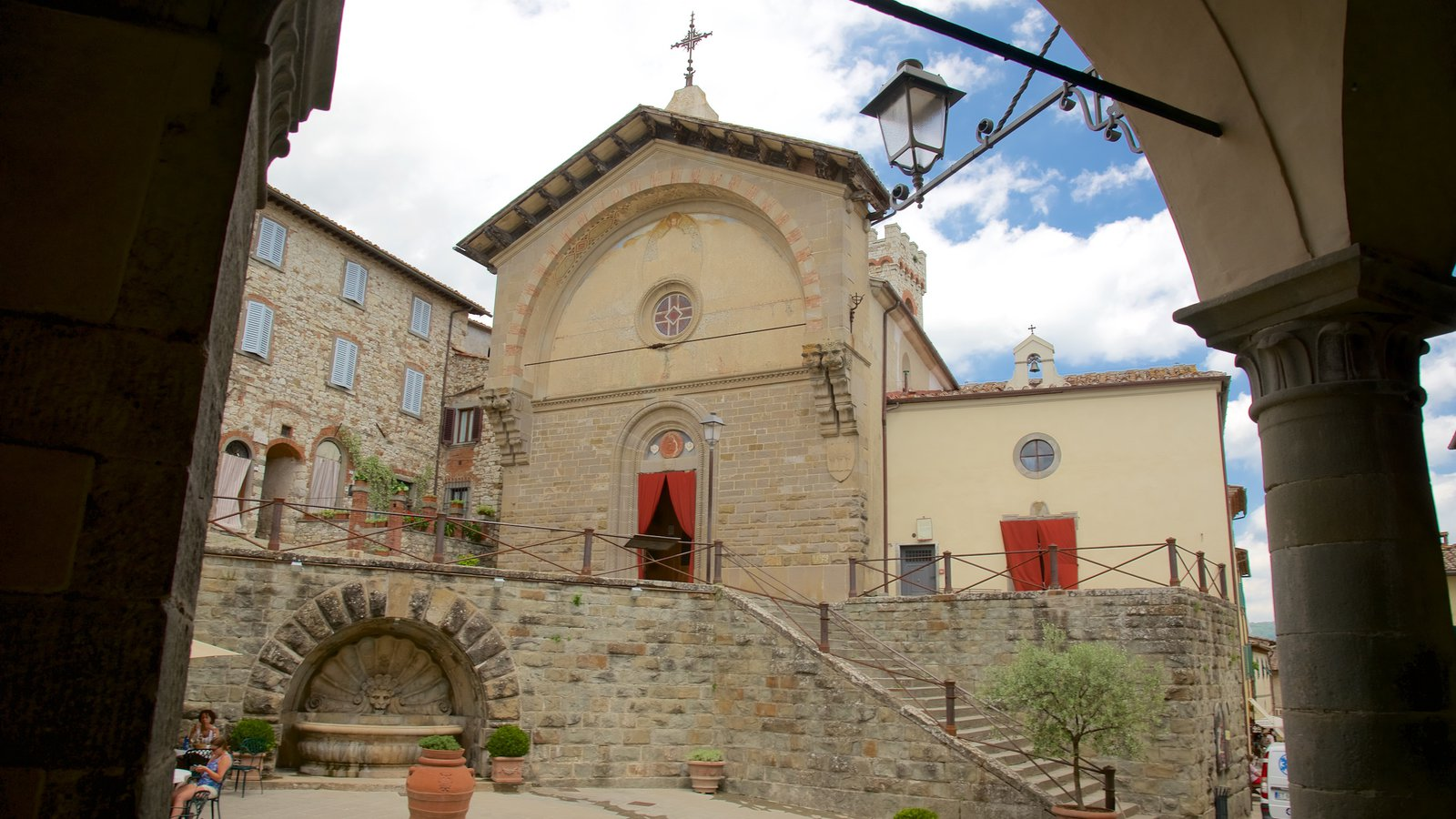 Radda in Chianti which includes heritage architecture, a small town or village and a church or cathedral