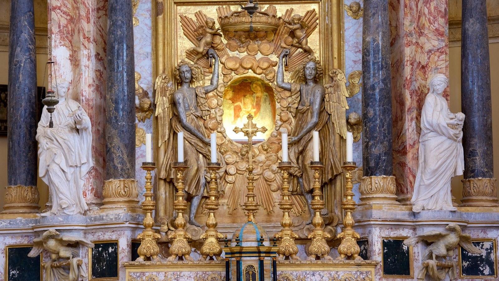 Santa Maria della Consolazione mostrando patrimonio de arquitectura y aspectos religiosos