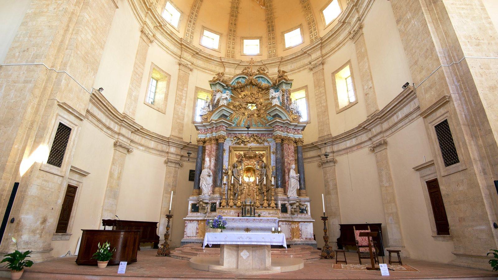 Santa Maria della Consolazione mostrando patrimonio de arquitectura, aspectos religiosos y vistas interiores