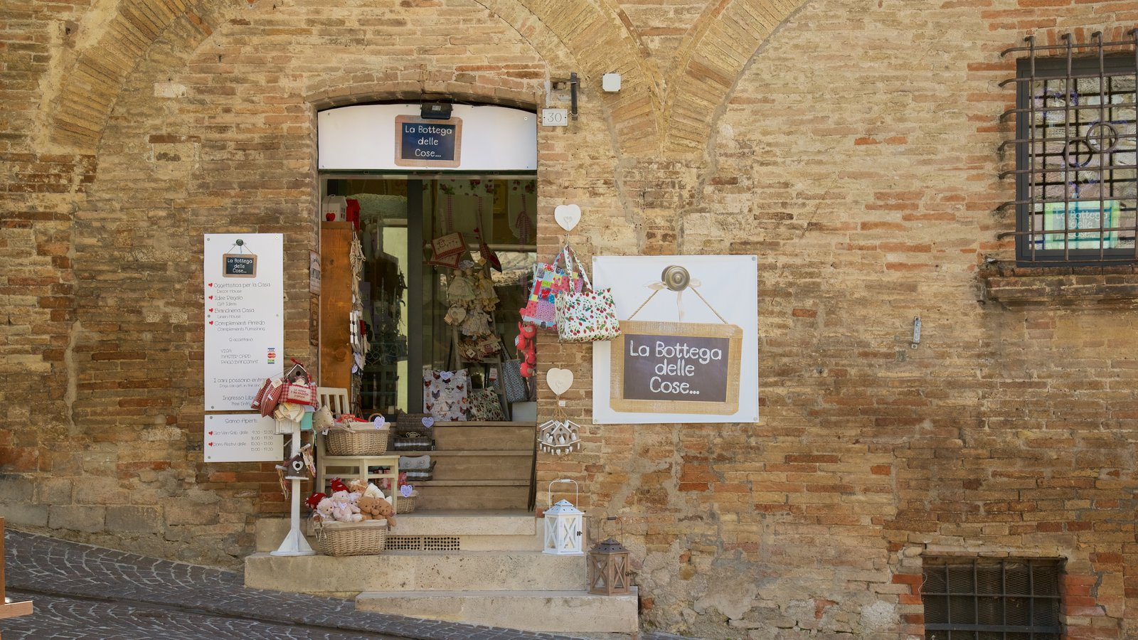 Montefalco which includes signage