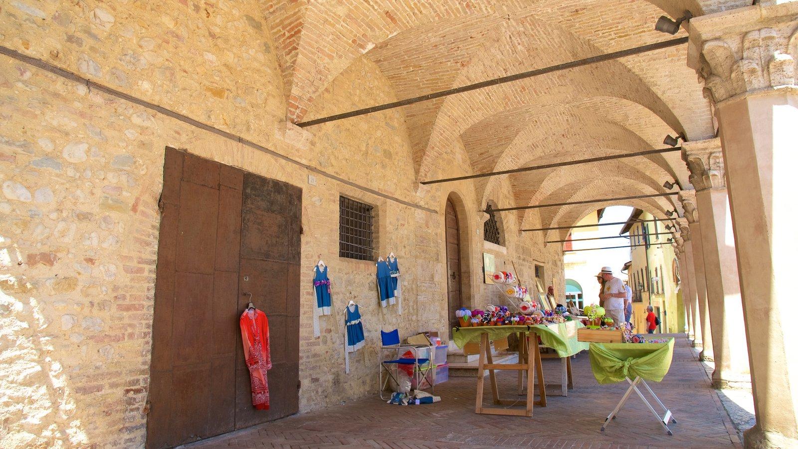 Montefalco which includes markets