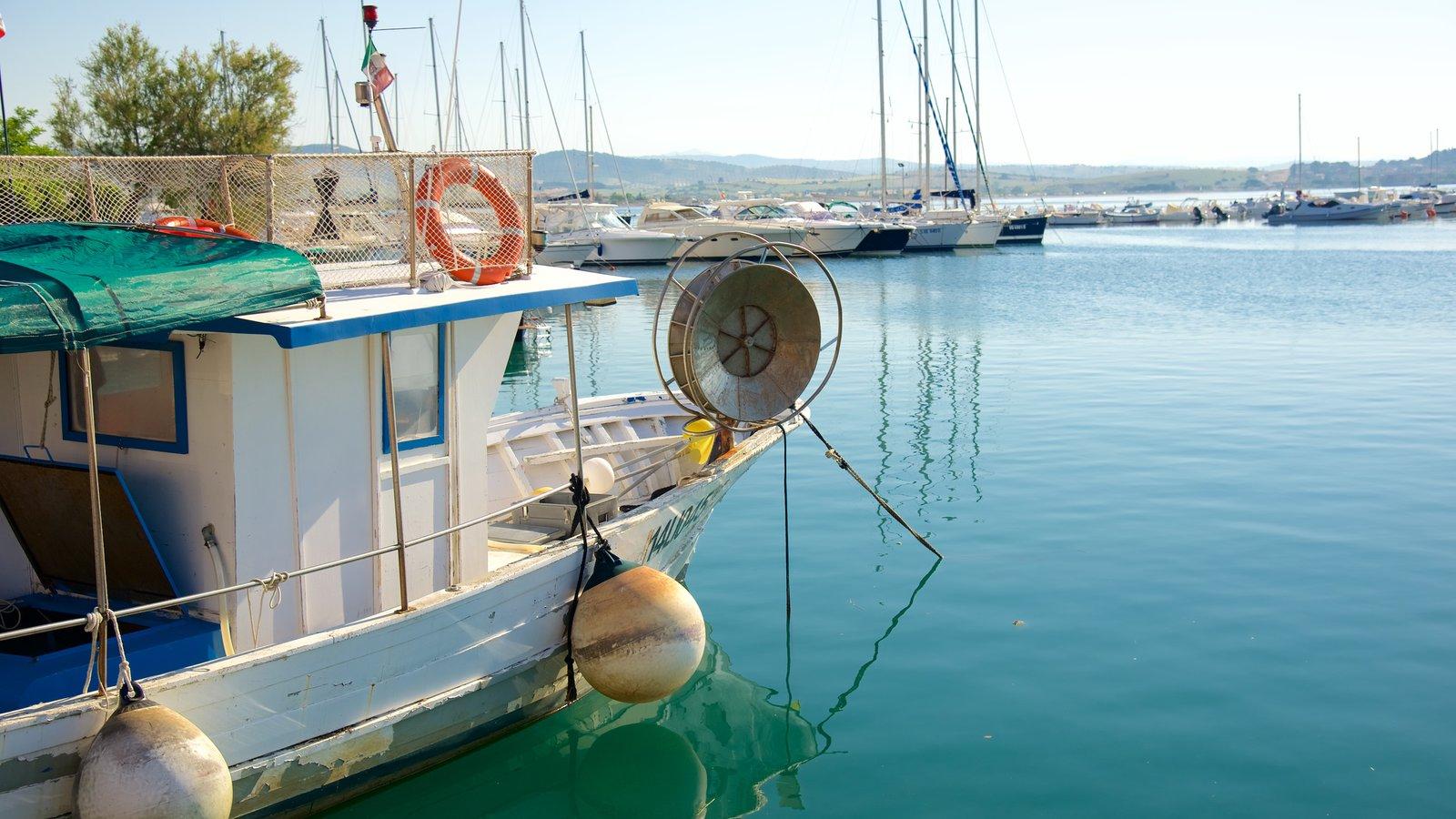 Talamone caracterizando uma marina e canoagem
