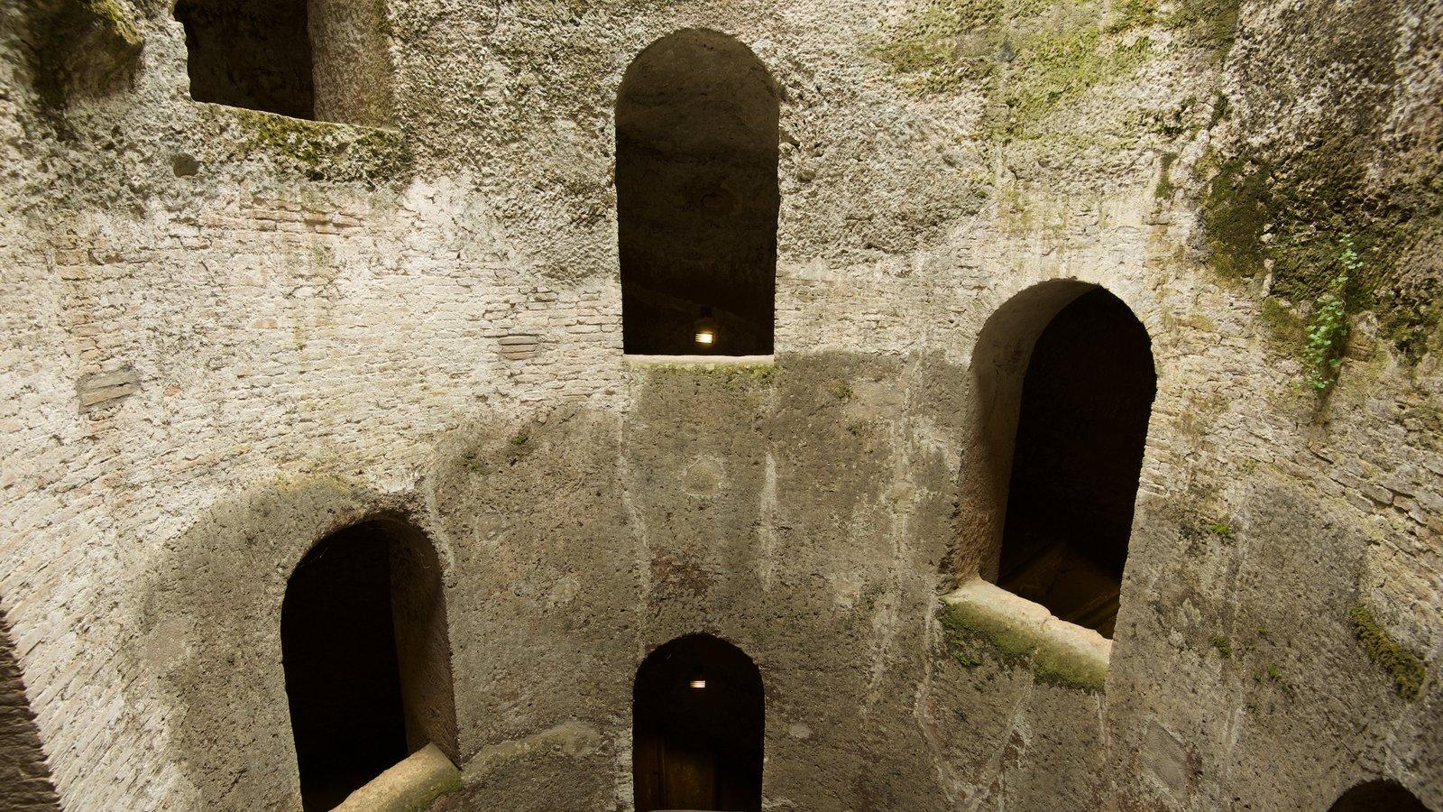 Poço de São Patrício caracterizando arquitetura de patrimônio e elementos de patrimônio