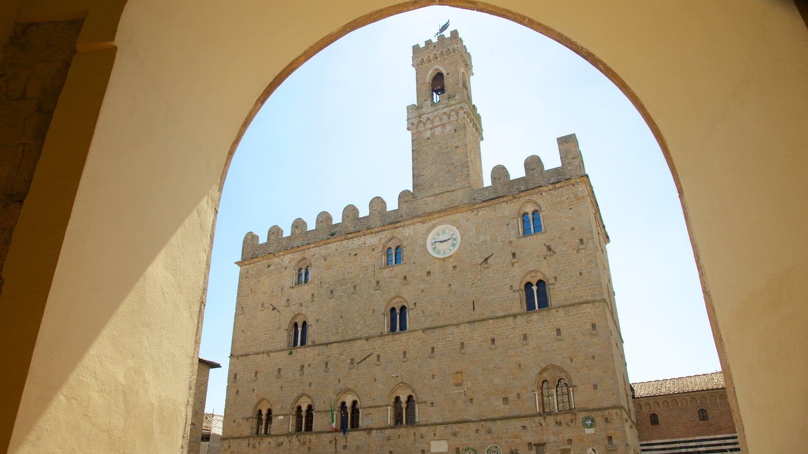 Piazza dei Priori featuring heritage architecture