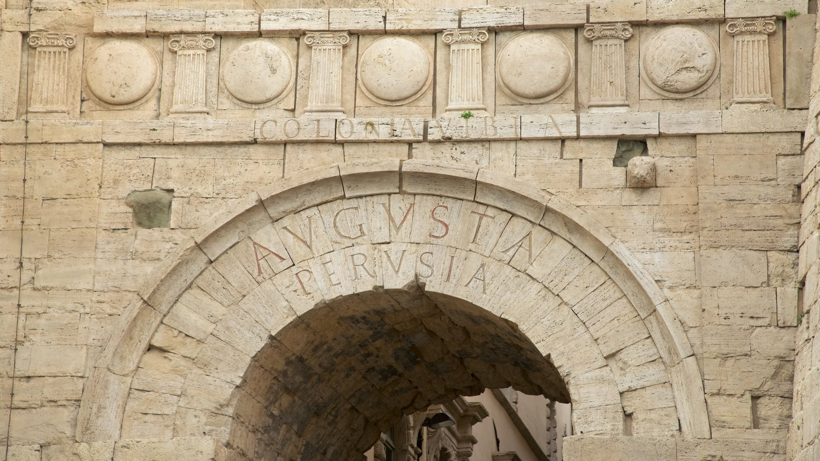 Historic buildings pictures view images of arco etrusco for Arquitectura prehistorica
