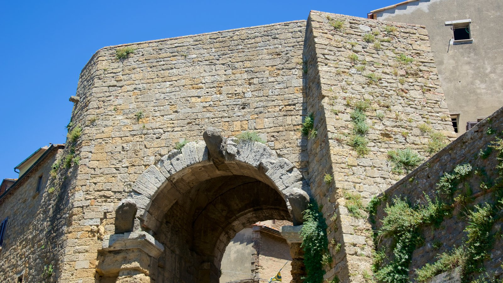 Porta all\'Arco showing heritage architecture