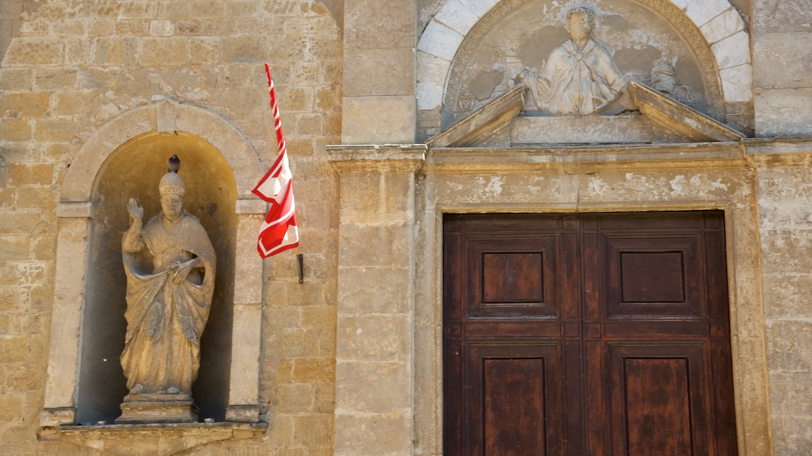 Volterra which includes a statue or sculpture, a church or cathedral and heritage architecture