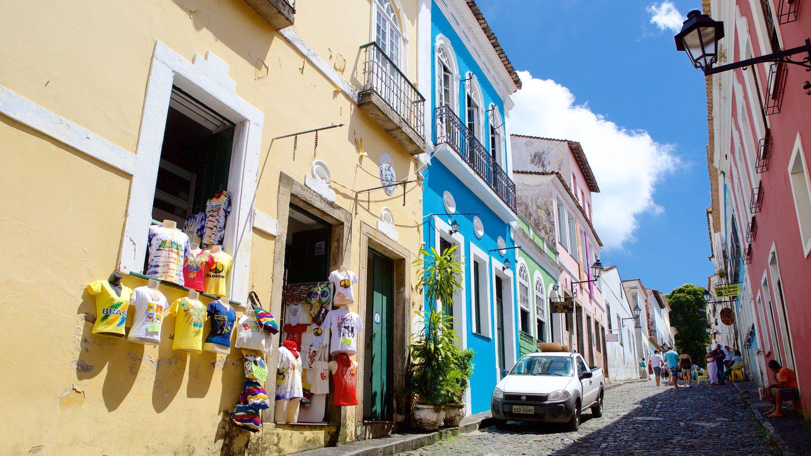 Pelourinho caracterizando uma cidade litorânea e cenas de rua