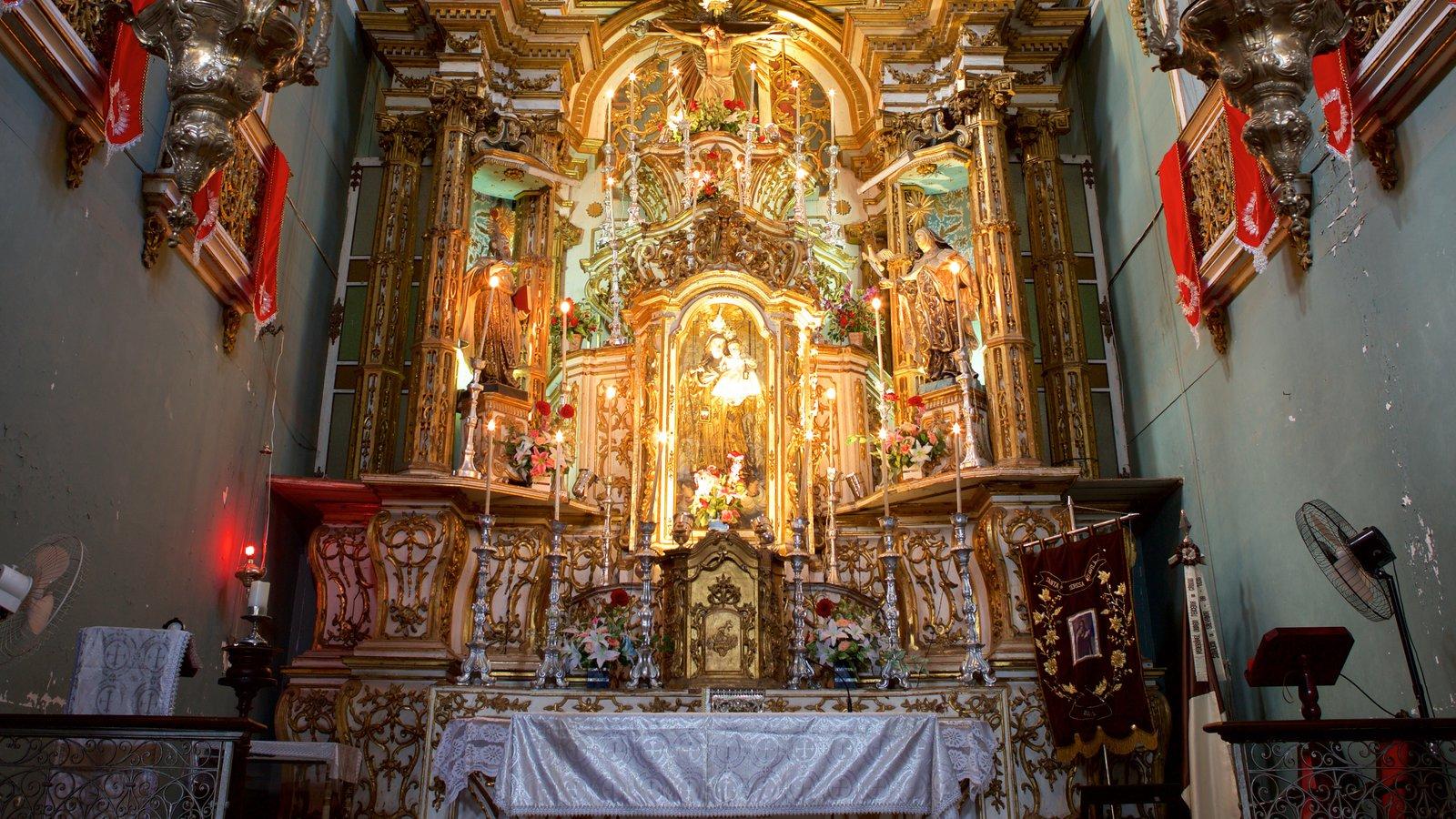 Igreja e Convento de São Francisco de Salvador mostrando uma igreja ou catedral e vistas internas