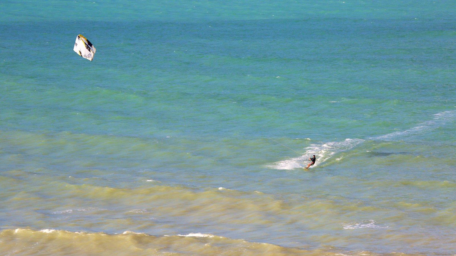 Pipa caracterizando windsurfe e paisagens litorâneas