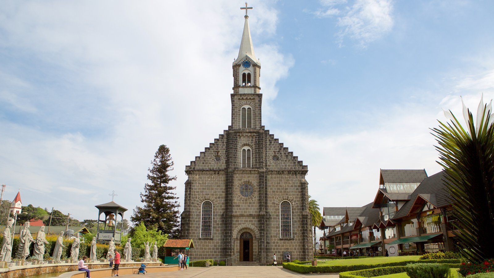 Paróquia de São Pedro Apóstolo mostrando uma igreja ou catedral