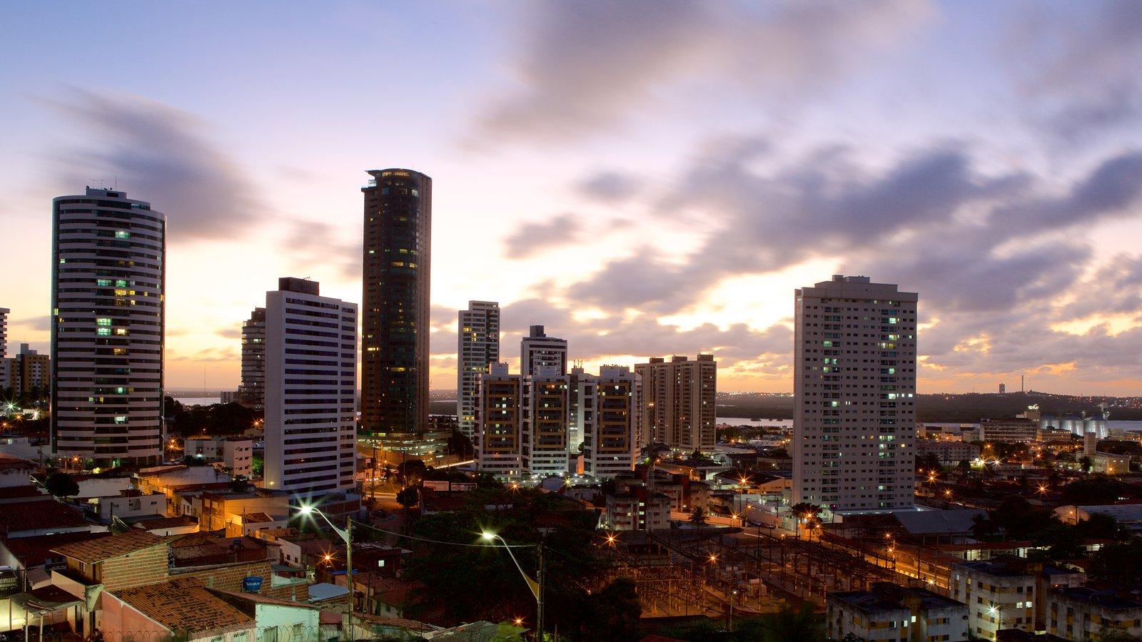 Natal mostrando distrito comercial central, cenas noturnas e uma cidade